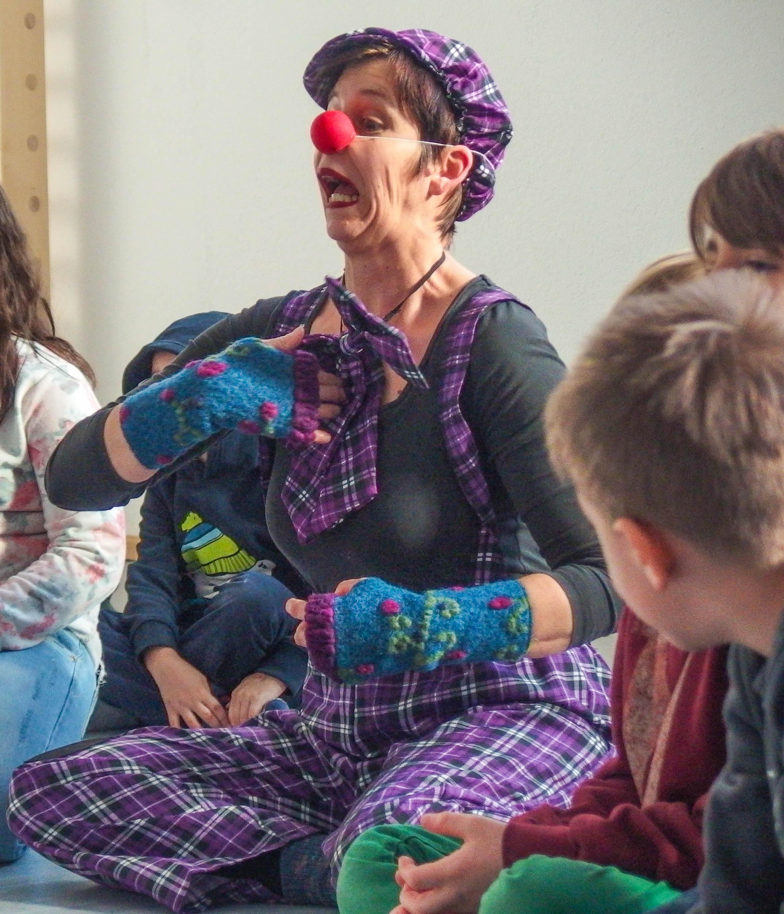 Auftakt der Clowns des Dream Circus in Mötzingen
